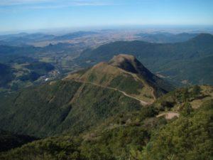 Vista geral de uma área junto à escarpa da Serra Geral